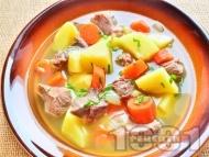 Рецепта Агнешко задушено (яхния) по ирландски с бекон, лук, моркови, картофи и бира